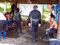 Briefing der Eco Divers Kungkungan
