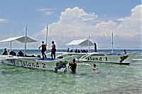 Auslegerboot der Magic Island Tauchbasis