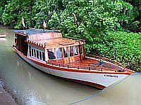 Tauchboot des Minahasa Lagoon Dive Center
