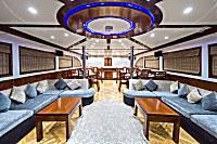 Lounge und Restaurant auf der Emperor Asmaa