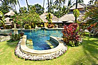 Swimmingpool des Alam Anda Ocean Front Resort & Spa