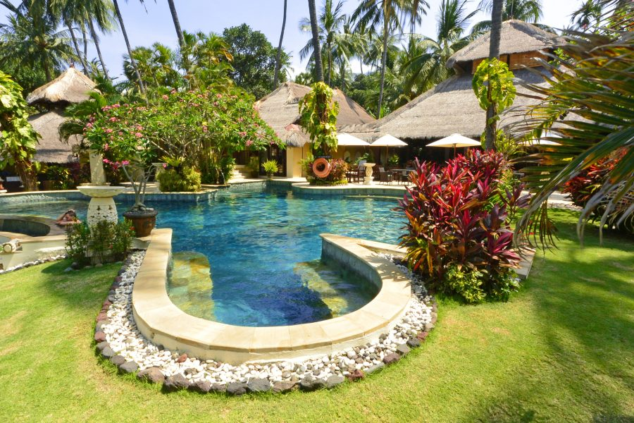 Swimmingpool des Alam Anda Ocean Front Resort & Spa