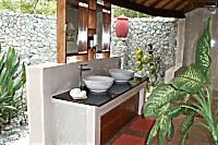 Halboffenes Badezimmer im Angel Island Resort