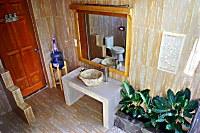 Blick in das Badezimmer eines Superior Bungalows
