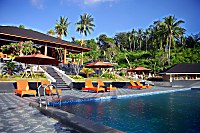 Swimmingpool des Bastianos Bangka Resorts