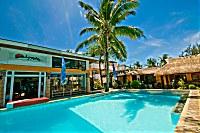 Die Tauchbasis liegt direkt am Pool des Calypso Resorts