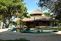 Swimmingpool im Cashew Grove Beach Resort