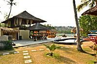 Blick auf das Haupthaus und Restaurant