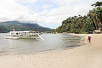 Strand des Dolphinbay Beachfront & Dive Resorts