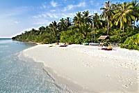 heller feinsandige Strand lädt zum Schwimmen und Relaxen ein