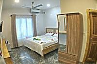 Blick in ein Doppelzimmer mit Flachdach