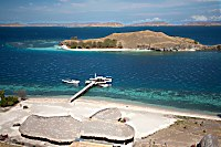 Blick auf das Komodo Resort vom Hügel