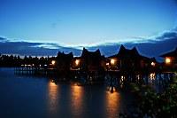 Mabul Water Bungalows bei Nacht