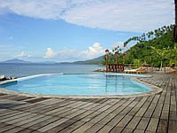 Swimmingpool des Minahasa Lagoon Dive & Tours Club