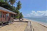 Blick auf den Strand des Onong Resorts