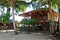 Haupthaus mit halboffenem Restaurant