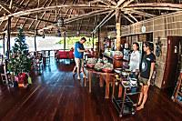 halboffenes Restaurant mit kleiner Lounge