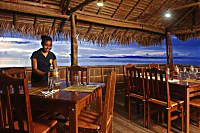 Freundliche Bedienung im Papua Paradise Eco Resort