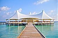 charakteristisches Restaurant des Safari Island Resorts