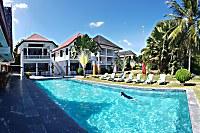 Blick auf den Swimmingpool des Sea Dream Resorts
