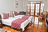 Blick in ein Superior Doppelzimmer mit getrennten Betten