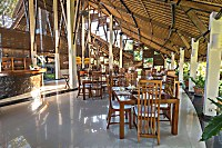 Halboffenes Restaurant des Siddhartha Ocean Front Resort & Spa