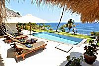 traumhafter Ausblick von der Villa Santai auf das Meer