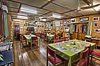 Gästebibliothek und Frühstücksraum